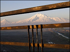 Mount Ararat in Turkey, seen from Armenia (pic: Ruben Mangasaryan)