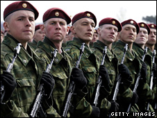 Russian soldiers march during a Victory Day parade rehearsal (24 April 2009)