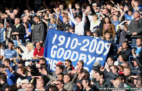 Bluebirds fans say their goodbyes to Ninian Park during Cardiff's loss to Ipswich