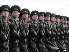 Russian soldiers rehearse for Victory Day (24 April 2009)