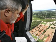 President Lula is flown over flood-affected areas in Piaui state, 5 May2009