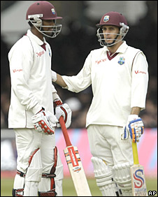 Denesh Ramdin and Brendan Nash have a chat during the third day