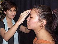 Jenny Hsu shaving eyebrows
