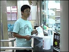 Cheng Jun collects a drugs prescription
