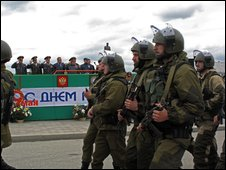 Chechen troops march in Grozny on Victory Day, 9 May