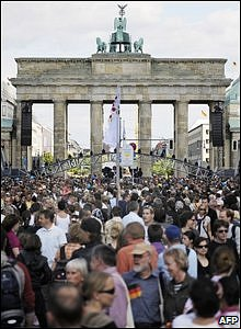 Crowds outside the Brandenburg Gate.