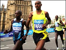 Mo Farah (centre) and Samuel Kosgei