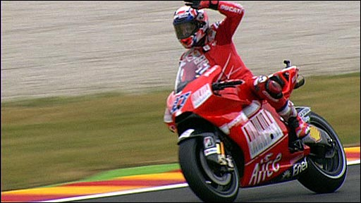 Casey Stoner salutes the Italian crowd after winning the Italian MotoGP