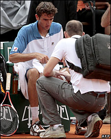 Marin Cilic receives treatment
