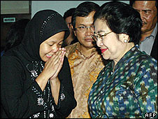 Prita Mulyasari (left) is visited by Megawati Sukarnoputri at a woman's jail in Tangerang on 3/5/09