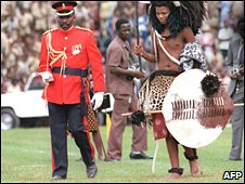 Swaziland new King Mswati III (L) during his coronation at Somhlolo National Stadium in Mbabane on 25 April 1986