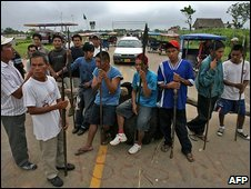 Protesters block a road in northern Peru, 10 June 2009