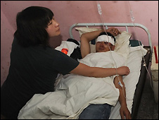 Man injured in hail storm is tended in Suzhou hospital, Anhui province - 14/6/2009
