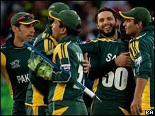 Pakistan celebrate their semi-final win