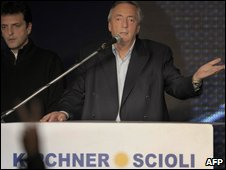 Nestor Kirchner accepts defeat