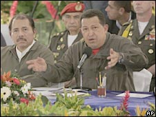 Venezuelan President Hugo Chavez (right) and Nicaragua's leader Daniel Ortega in Managua. Photo: 28 June 2009