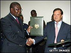 Alberto Saiz on an official visit to Senegal in 2006