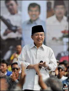 Presidential candidate and current vice president, Jusuf Kalla, holds a dialogue with a group of voters while campaigning in Jakarta