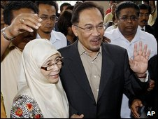 Mr Ibrahim and his wife arrive at court (8 July)