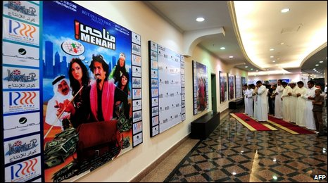 (File picture 18 December 2008) Saudis pray before viewing comedy film Manahi in Jeddah