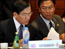 Burmese Foreign Minister Nyan Win (L) reads documents during the Asean meeting in Phuket