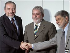 Avigdor Lieberman (left), Luiz Inacio Lula da Silva (centre), Celso Amorim (right)