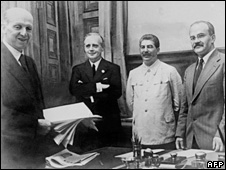 German Foreign Minister Joachim Ribbentrop (2nd left), Joseph Stalin (centre) and his Soviet Foreign Minister Vyacheslav Molotov (right) pose in the Kremlin after signing the Soviet-German Non-Aggression Pact (23 August 1939).