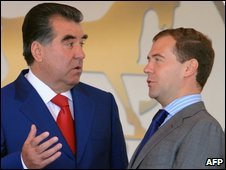 Tajik President Emomali Rakhmon (L) and Russian President Dmitry Medvedev in Moscow - 18 July 2009