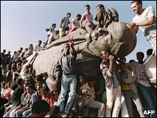 Lenin statue being toppled in Addis Ababa, 1991