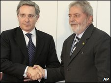 Colombia's President Alvaro Uribe, left, shakes hands with Brazil's President Luiz Inacio Lula da Silva in Brasilia on 6 August 2009