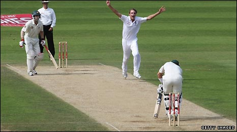 Stuart Broad celebrates the wicket of Shane Watson