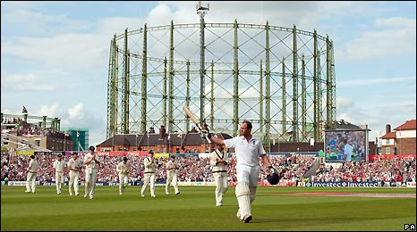 Jonathan Trott leaves the field at The Oval