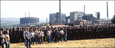 Miners and mounted police congregated outside Orgreave coking plant