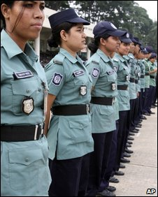 Bangladesh women police officers wait for driving lessons - photo 31 July