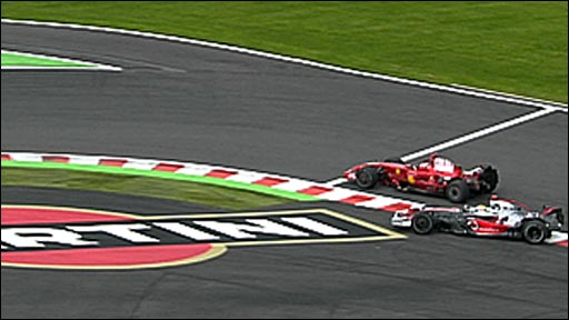 Lewis Hamilton does battle with Kimi Raikkonen