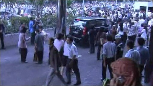 Workers evacuated from building in Jakarta