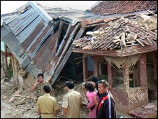 Building damaged in Java quake
