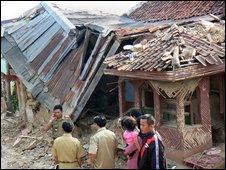 Building damaged in Java quake