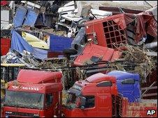 Lorries swept up by Turkish floods