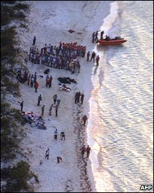 An estimated 300 Haitian illegal migrants run aground at Flamingo Cay, Bahamas (Archive)