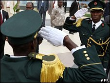 Soldiers saluting each other