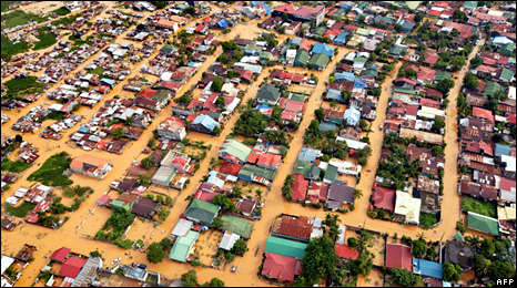 Aerial view of flooding in Angono, east of Manila (29 September 2009)