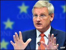 Sweden's FM Carl Bildt, whose country is current holder of the EU Presidency, addressing a meeting of EU foreign ministers in Brussels (15 Sept 2009)