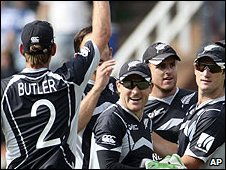 New Zealand celebrate a Pakistan wicket