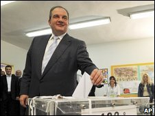 Greek Prime Minister Costas Karamanlis votes in Thessaloniki (4 Sept 2009)