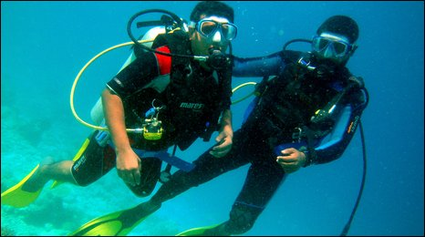 Maldives cabinet members in diving training
