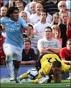 Carlos Tevez and Ben Foster