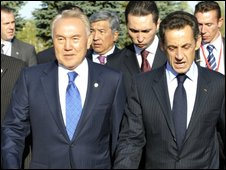 Kazakh President Nursultan Nazarbayev (L) and French President Nicolas Sarkozy (R) in Astana - 6 October 2009