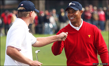 Tiger Woods (right) and Steve Stricker
