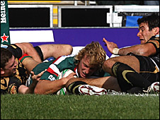 Billy Twelvetrees scores Leicester's second try before half-time
